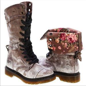 Dr Martens Triumph Maasai combat antiqued boot